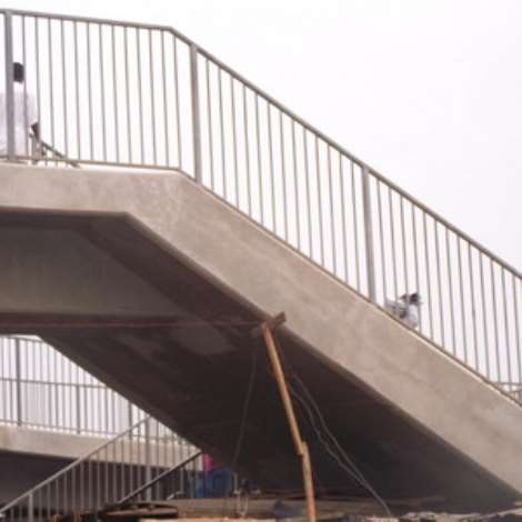 Pedestrians boycott new overhead bridge