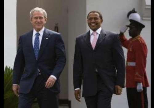 US President George W. Bush (L) and Tanzania President Jakaya Kikwete<br>