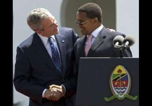 US President George W. Bush (L) shakes hands with Tanzanian President Jakaya Mrisho<br>