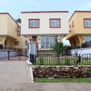 4 bed with swimming pool around palace mall