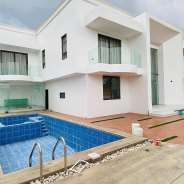 Luxurio 4 Bedroom House with Pool for s