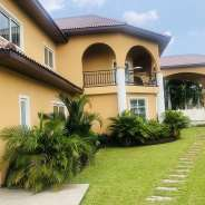 Luxurio 5 Bedroom House with Pool rent