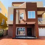 Luxurious 5 bedrooms house 2 outhouse for rent at