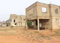 Uncompl 4 bedrooms house for sale at Aburi