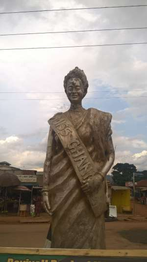 Statue of Miss Monica Amekoafia