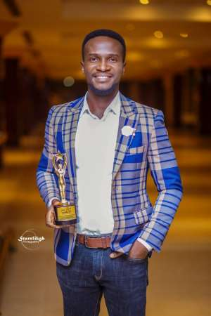 Pluzz FM's Elvis Crystal Wins Late Afternoon Show Host Of The Year At RTP Awards 19