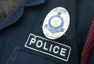 Man Storms Court With Knife, Injures Police