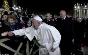 [Video] Pope Francis Apologises For Hitting Female Worshipper Who Pulled His Hand