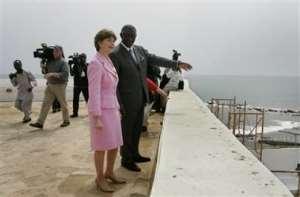 Bush pays courtesy call on Kufuor