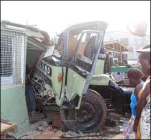Truck Crushes 3•15 Injured