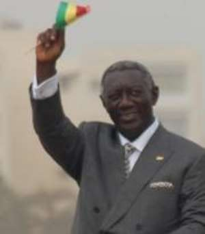 Kufuor lays wreath to remember war heroes