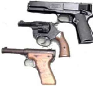 Cop fined for leaving gun in loo