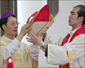 Bishop strains China-Vatican rift