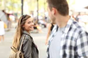 Wondering If She Likes You? 5 Signs She Does Like You
