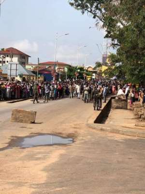 Covid-19: Residents Mass Up At Asokwa For Gov't Free Food