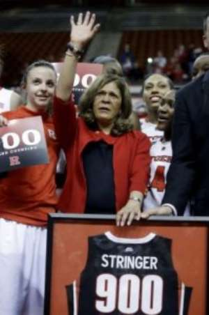 Basketball : Rutgers women's coach won her 900th career game