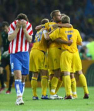Mellberg wary of 'best ever' England