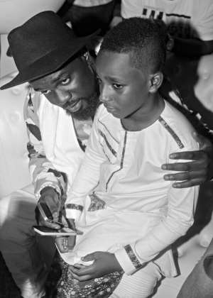 Sarkodie Hangs Out With Asamoah Gyan's Son