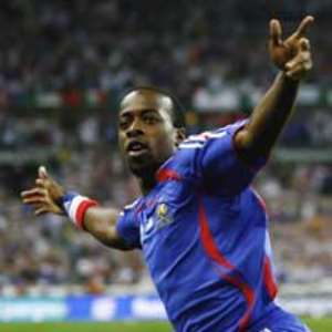 Determined  Sidney Govou going for glory with Olympique Lyonnais