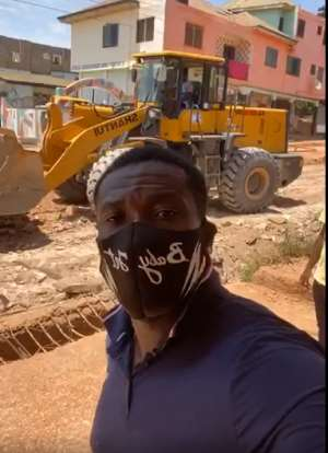 Legend Asamoah Gyan Pays For The Construction Of A Road In Accra [VIDEO]