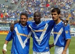 Stephen Appiah with Roberto Bargio and Pep Guardiola