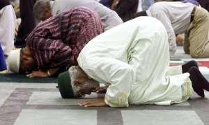 True Muslims praying