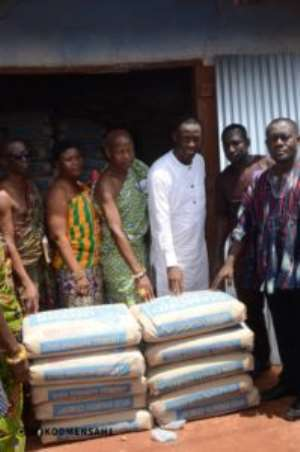 Western Regional Minister Donates To Flood Victims