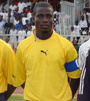 Injury Rules Stephen Appiah Out
