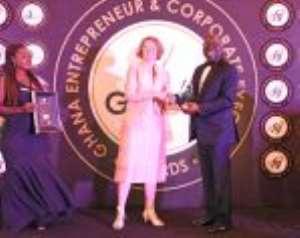 Dr John Ofori-Tenkorang receiving his award