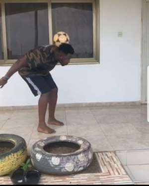 [VIDEO] Medikal Shows Off Football Skills