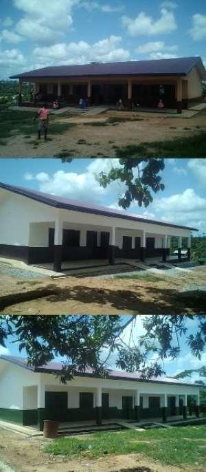 Foundation hands over GHȼ430,000.00 school structures