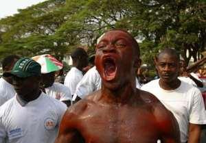 Foreigners Evacuate Ivory Coast En Masse