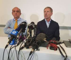 Stuart Baxter and SAFA CEO Russell Paul at a Press Conference to announce his resignation