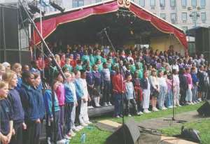 London School Children Sing In Aid Of Water Projects