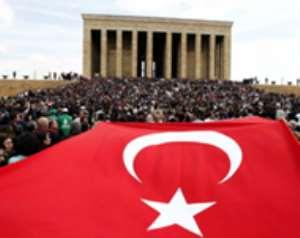 General spurs Turkish protests