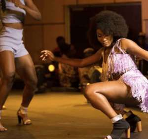 Fan Squeeze Wendy Shay's Big Booty Whiles Performing On Stage – Video