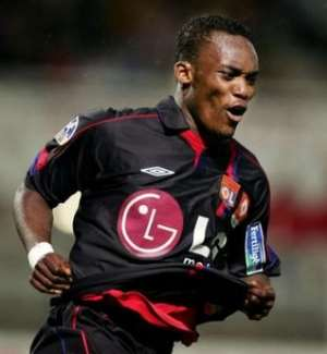 Essien join Chelsea for record fee