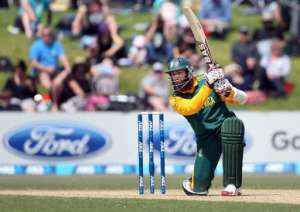 South Africa's Hashim Amla bats during the one day international cricket match against New Zealand in Mount Maunganui on October 24, 2014.  By Michael Bradley (AFP)