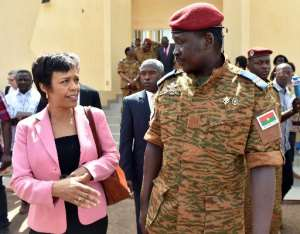 US Deputy Assistant Secretary for African Affairs Bisa Williams talks with Burkina Faso's Lieutenant-Colonel Isaac Zida after a meeting in Ouagadougou, on November 8, 2014.  By Issouf Sanogo (AFP)