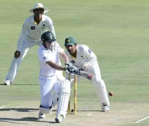 AB de Villiers plays a shot against Pakistan in Centurion on February 22, 2013.  By Stephane de Sakutin (AFP)