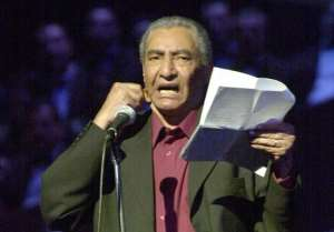 Egyptian poet Abdel Rahman al-Abnudi reading a poem at the Cairo Opera House, on May 2, 2002.  By Khaled Desouki (AFP/File)
