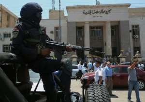 Egyptian police special forces secure the area outside a courthouse in the Cairo district of Heliopolis on June 25, 2014.  By Khaled Desouki (AFP/File)