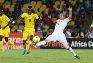 Togo's midfielder Komlan Amewou (R) clashes with Algeria's midfielder Adlene Guedioura on January 26, 2013.  By Alexander Joe (AFP)