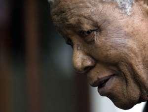 Nelson Mandela addresses a news conference in Johannesburg on 06 January 2005..  By Alexander Joe (AFP/File)