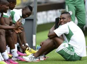 Nigeria's forward Emmanuel Emenike (R) and teammates prepare for a training session in Soweto on February 9, 2013.  By Francisco Leong (AFP)