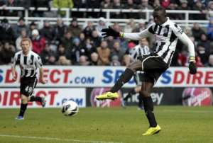 Newcastle United's Senegalese striker Papiss Cisse scores at St James' Park on March 10, 2013.  By Graham Stuart (AFP)