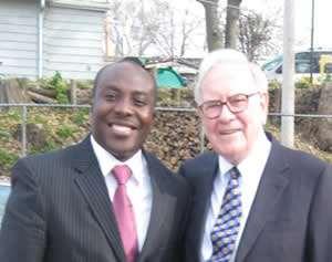 Chris Opoku-Agyeman poses with Warren Buffett