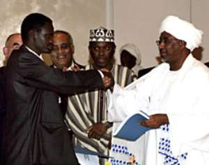Government, main rebels sign peace accord