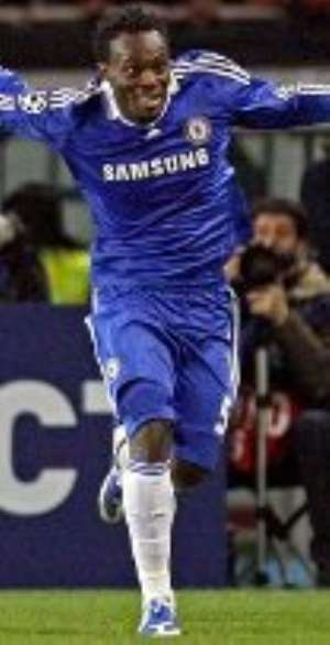 Essien's form excites Hiddink