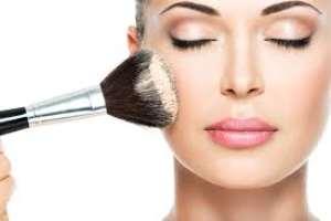 Christmas Makeup Tips for a Flawless Holiday Season
